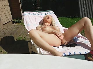 STUNNING MILF FUCKS HERSELF PUBLIC IN THE BACKYARD! Big Tits