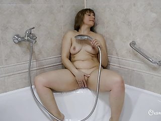 Masturbate and Blowjob in shower
