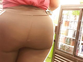 Juicy redbone round firm bubble booty show off omg...