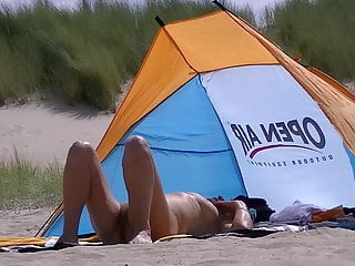 Mature on belgium nudebeach