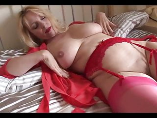 Gorgeous UK Mature Milf pleasuring herself in the bedroom.