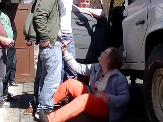 Amateur mature mom gets gangbang