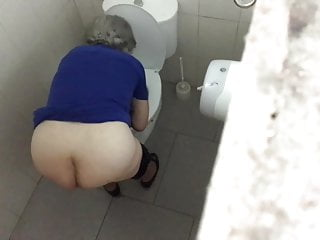 Granny With Great Ass Spied on WC - PT