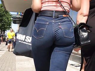 Super tight denims on dat phat pawg british ass(repost)
