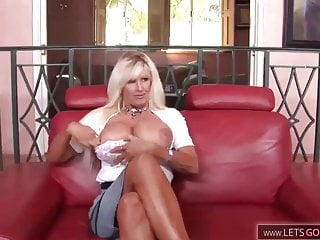 Mature with big ass and huge tits fucks like a Pro