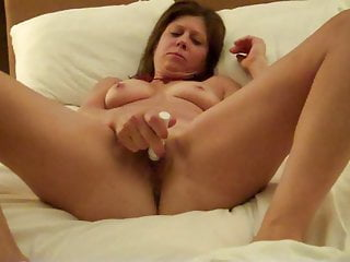 Hotwife Diane B plays with her pussy for all of you