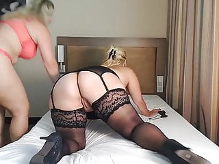 Curvy and Thick Cougar gets her ass worshipped!