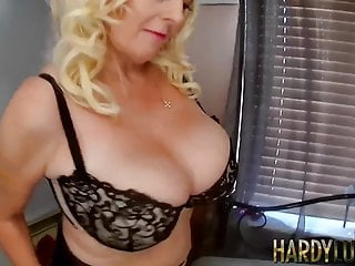 Chubby grandma Wendy Leigh hammered by hot young stud