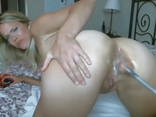 Mature Slut Makes Her Asshole Cum