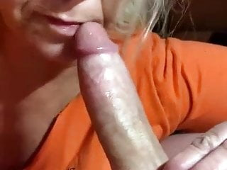 This granny knows how to deepthroat