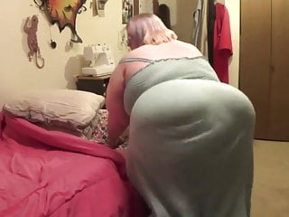 Ssbbw struts and shows belly